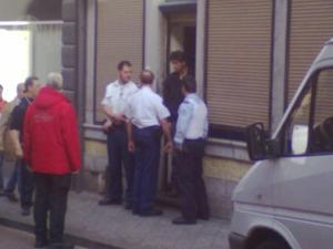 Einige Polizisten trugen sogar Kugelsichere Westen - wer soll auf sie schießen? Die Straßendealer deren Geschäft sie fördern sicher nicht - Foto: Antonio Peri